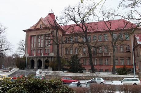budova-fakulty
